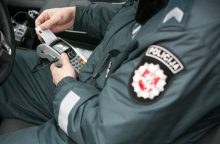 Telefonu prie vairo kalbėjęs varėniškis bandė susitarti už 20 eurų kyšį