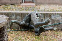 Nupjautos galvos detektyvas: trūkstama skulptūros dalis rasta visai šalia