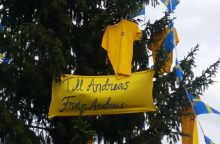 Švedai švenčia pergalę: unikaliai papuošė miesto eglę
