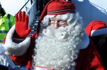 Laplandijoje turistai pildo Kalėdų Senelio maišą pinigais