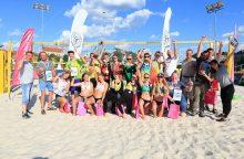 Dėl Lietuvos jaunių paplūdimio tinklinio čempionų vardų varžėsi beveik 60 komandų