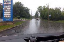 Vilniuje dėl liūties vėl buvo nepravažiuojamos gatvės