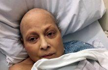 """""""Johnson & Johnson"""" turės sumokėti 417 mln. dolerių vėžiu susirgusiai moteriai"""