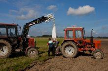 Siūloma kol kas nenaikinti lengvatų žemdirbiams
