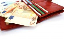 Daugėja tiek emigrantų, tiek tautiečių pinigų perlaidų