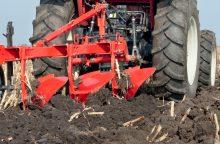 Šilalės rajone tarp traktorių rastas mirtinai prispaustas vyras
