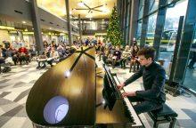 Koncertas Kauno autobusų stotyje nustebino keleivius