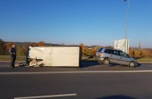 Marvelėje apvirtus automobilio priekabai sutrikdytas eismas