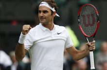 Prasti padavimai nesutrukdė R. Federeriui pasiekti ketvirtfinalio