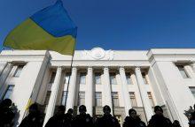 Prie Ukrainos parlamento protestuotojai susirėmė su pareigūnais