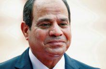 D. Trumpas žada toliau teikti karinę pagalbą Egiptui