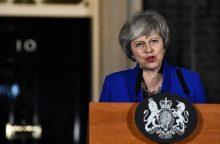 Balsavimą dėl pasitikėjimo laimėjusi Th. May oponentus kviečia kalbėtis