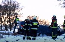 Raseinių rajone apsivertė neblaivaus vairuotojo automobilis