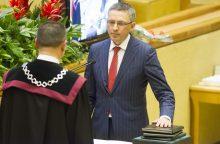 Seimo narys tiesė ranką Rusijos ambasadoriui