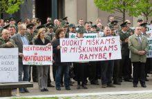 Aplinkos ministerija ramina: miškų darbuotojai bus išsaugoti
