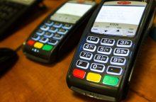 Lietuviai vis dažniau atsiskaito bekontaktėmis kortelėmis