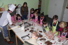 Maltiečių vaikų dienos centre – sausainiais kvepiantis pasiruošimas Kalėdoms