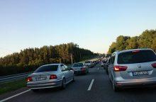 Kelyje iš Kauno į Jonavą – didžiulė automobilių spūstis