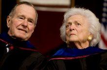 B. Bush išsigydė bronchitą ir važiuoja namo, o jos vyras lieka ligoninėje