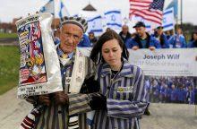 Tūkstančiai žmonių dalyvavo Gyvųjų žygyje iš Aušvico į Birkenau mirties stovyklą