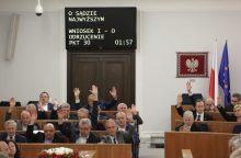 Lenkijos senatoriai pritarė kontraversiškai Aukščiausiojo Teismo reformai