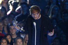 Muzikantas E. Sheeranas nukrito nuo dviračio ir susižeidė ranką