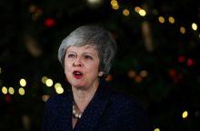 Britanijos premjerė Th. May atlaikė balsavimą dėl nepasitikėjimo