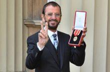 """Į Britanijos riterius įšventintas buvęs """"The Beatles"""" narys R. Starras"""