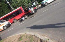 Per avariją V. Krėvės pr. sužalotas motociklininkas išvežtas į Kauno klinikas