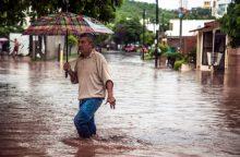 Potvyniai vakarų Meksikoje nusinešė mažiausiai septynias gyvybes