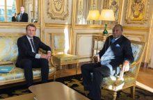 """E. Macronas pavadino vergų aukcionus Libijoje """"nusikaltimais žmoniškumui"""""""