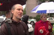 Vilniečiai protestuoja prieš šiukšlių konteinerių statymą po jų langais