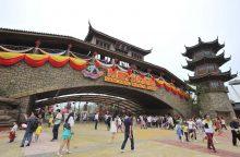 """Kinijos turtuolis metė iššūkį JAV milžinei """"Disney"""""""