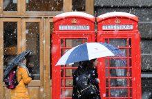 Gausus sniegas paralyžiavo Didžiąją Britaniją
