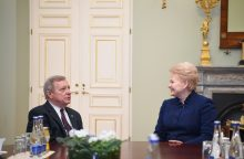 Demokratų senatorius: JAV kariai Baltijos šalyse turi būti nuolat
