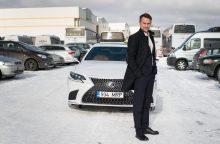 """Naujojo """"Lexus LS 500h"""" garso sistemą įvertino operos solistas E. Montvydas"""