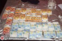 Pasala tabore: narkotikų prekeivę išdavė vaizdas pro langą