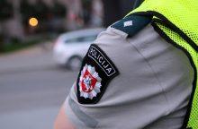 Stipriai apsvaigę vairuotojai bandė papirkti policininkus