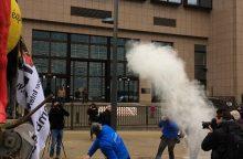 Lietuvos ir kitų šalių pieno gamintojai Briuselyje išpylė 5 tonas pieno miltų