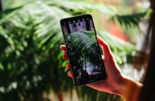 """Žurnalas """"Forbes"""" išrinko geriausią 2017 metų išmanųjį telefoną"""