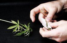 Nepilnametės merginos rankinėje rado narkotikų