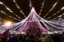 Šalies miestai pasipuošė Kalėdoms: vieni išlaidavo, kiti idėjas įgyvendino pigiau