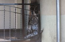 Mįslingas gaisras Panemunėje: atvira liepsna degė namo balkonas