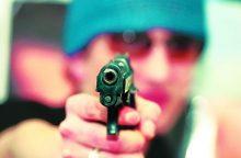 Prisijuokavo: su ginklu nusifilmavusiam jonaviškiui gresia kalėjimas