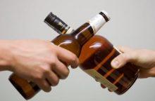 Šilutėje butelio šuke vyrui perdurta gerklė