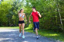Užuot siūlę tablečių, gydytojai turėtų patarti sportuoti