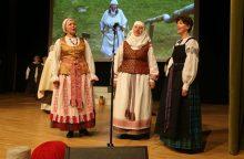 Raudondvaryje išsiskleidė visų Lietuvos regionų tautiniai kostiumai